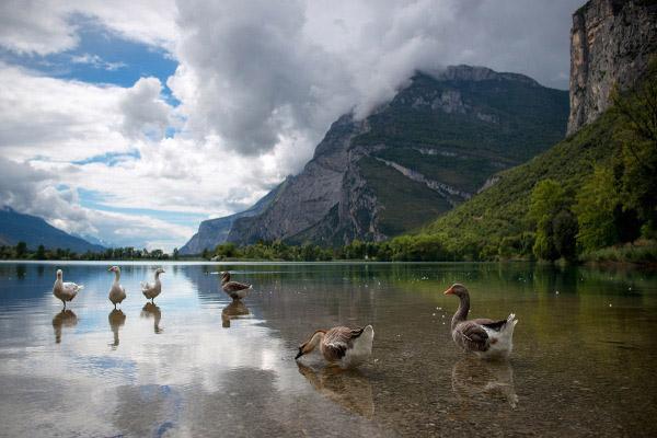 Il Lagi di Toblino, col suo castello a pelo d'acqua, è tra i laghi del trentino da visitare assolutamente!